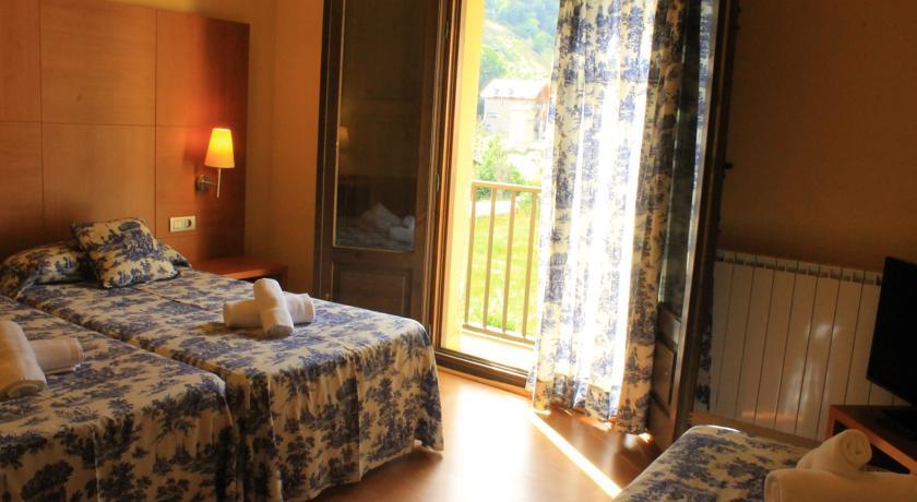 Habitación Triple Hotel Saurat